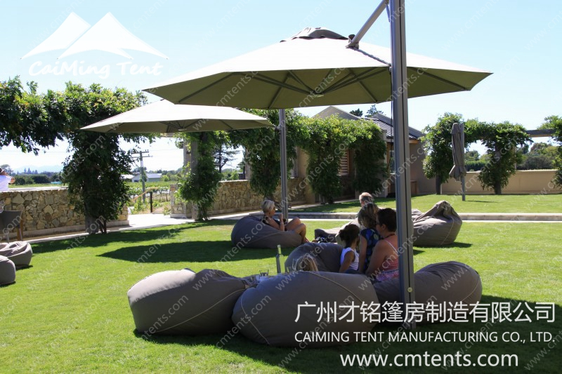 Rotating Cantilever Umbrella